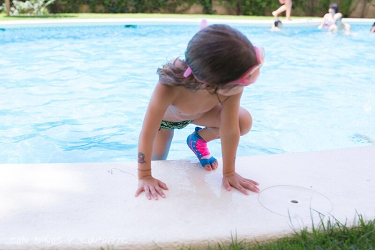 calcetines-antideslizantes-para-la-piscina-Sweakers